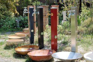 立水栓+オリジナル水鉢<br /> スタイルに合わせて選べる水際のアイテム。様々なタイプの立水栓を展示してあります。