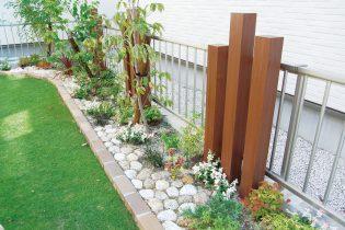 ゴロ太石とデザイナーズパーツでお庭にアクセントを