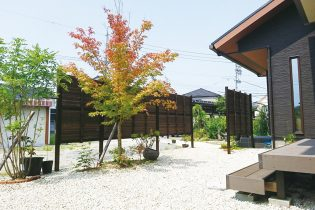 耐久性に優れた人工竹垣の目隠し塀。