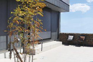 メンテナンスフリーな庭空間