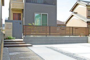 外壁に色調を合わせたシンプルモダンデザインが住宅を一層引き立てます。