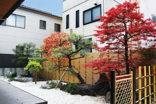 四季の移り変わりを楽しむ和風庭園