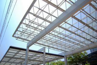 三協アルミ Mシェード<br /> トラス構造が美しい、大開口が可能なプレミアムカーポート