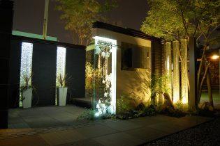 ナイトシーン<br /> ガラス素材を活かしたライトアップで、幻想的な夜の空間を演出。