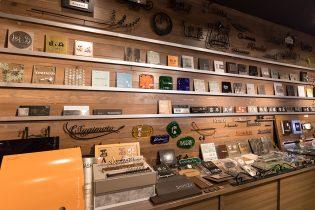 表札展示ブース デザイン・素材にこだわった表札やウォールアクセサリーを多数展示しています。 取扱メーカー:美濃クラフト・福彫・尚美・オンリーワン他